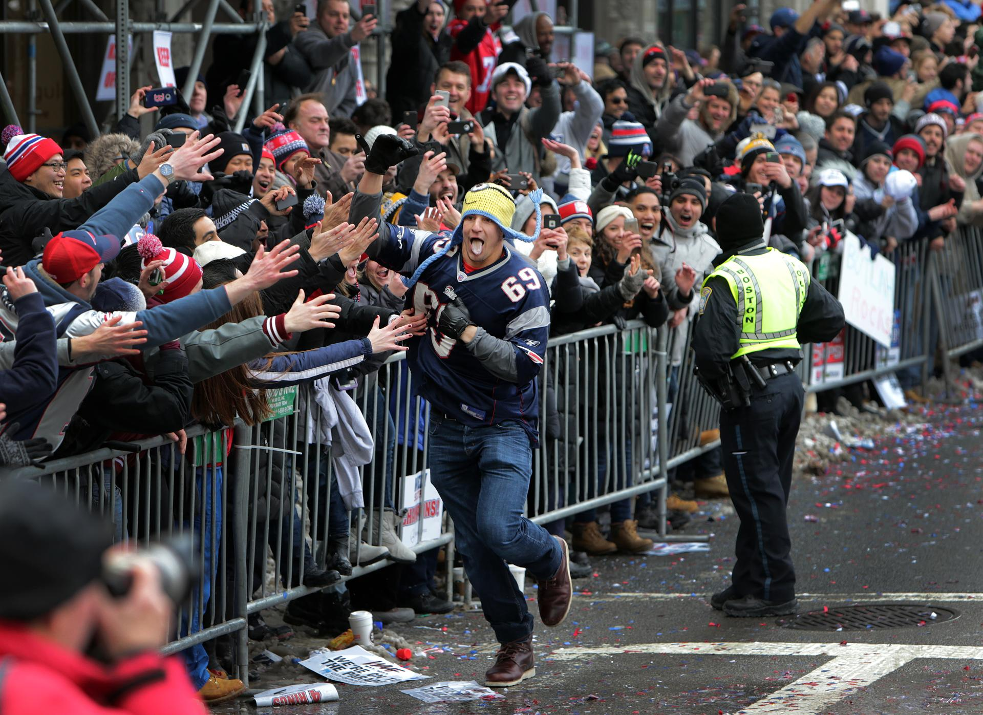 Gronk rules the Patriots Victory Parade…and why vertical videos suck
